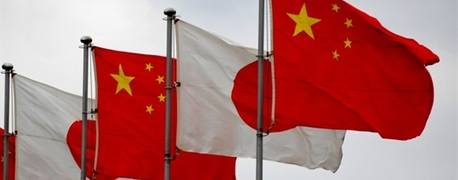 National flags of Japan and China (R) are displayed at Tokyo's Haneda Airport on May 30, 2010. Chinese Premier Wen Jiabao is on a three-day visit to Japan to hold talks with his  Japanese counterpart Yukio Hatoyama and business leaders.  AFP PHOTO/Kazuhiro NOGI