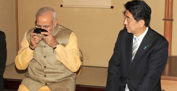 Prime Ministers Narendra Modi and Shinzo Abe during a tea ceremony at Akasaka Palace in 2014. Image credit: Wikimedia Commons (India-Japan Relations)