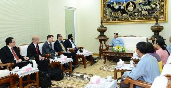 Ajay Banga, President & CEO of MasterCard Worldwide, chats with Governor U Than Nyein, of the Central Bank of Myanmar. Image credit: Flickr (MasterCard News)