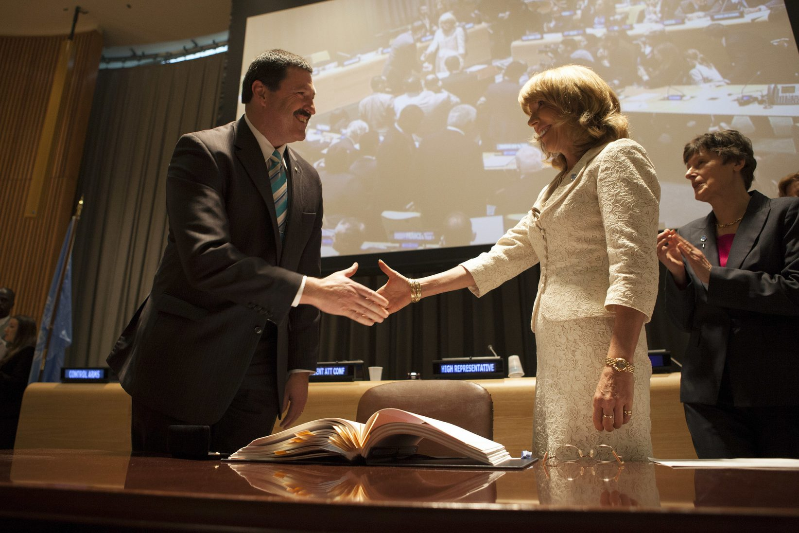 Australia's then Assistant Minister of Defence Mike Kelly signs the Arms Trade Treaty. Source: Flickr Creative Commons (Control Arms)