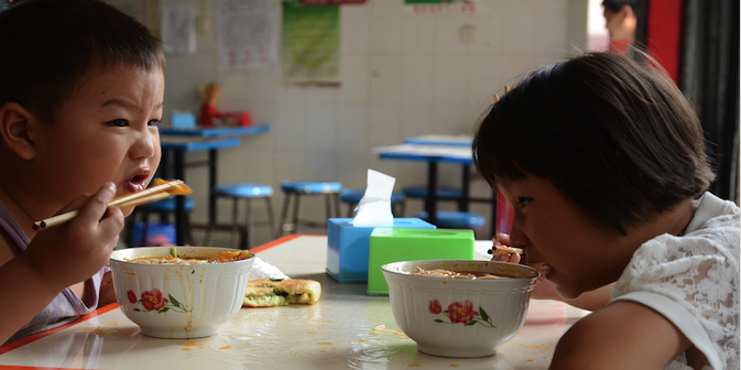 Children eating breakfast in Chengdu, Sichuan, China, August 2011. Photo source: eye/see (Flickr). Creative Commons.