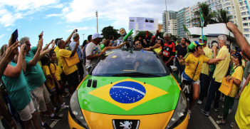 Protests against President Roussef in Copacabana, Rio de Janeiro. Source: José Roitberg (Flickr). Creative Commons.
