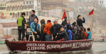 A boat of Chinese tourists on the Ganges. Photo source: Gavin Golden (Flickr). Creative Commons.