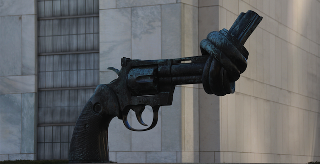 Knotted Gun sculpture outside the UN Headquarters in New York. Photo source: Martin Frey (Flickr). Creative Commons,