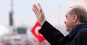 Erdogan at a rally on 9 April 2017. Photo from Erdogan's Facebook page.