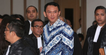 Ahok in court. Photo: @KenRoth