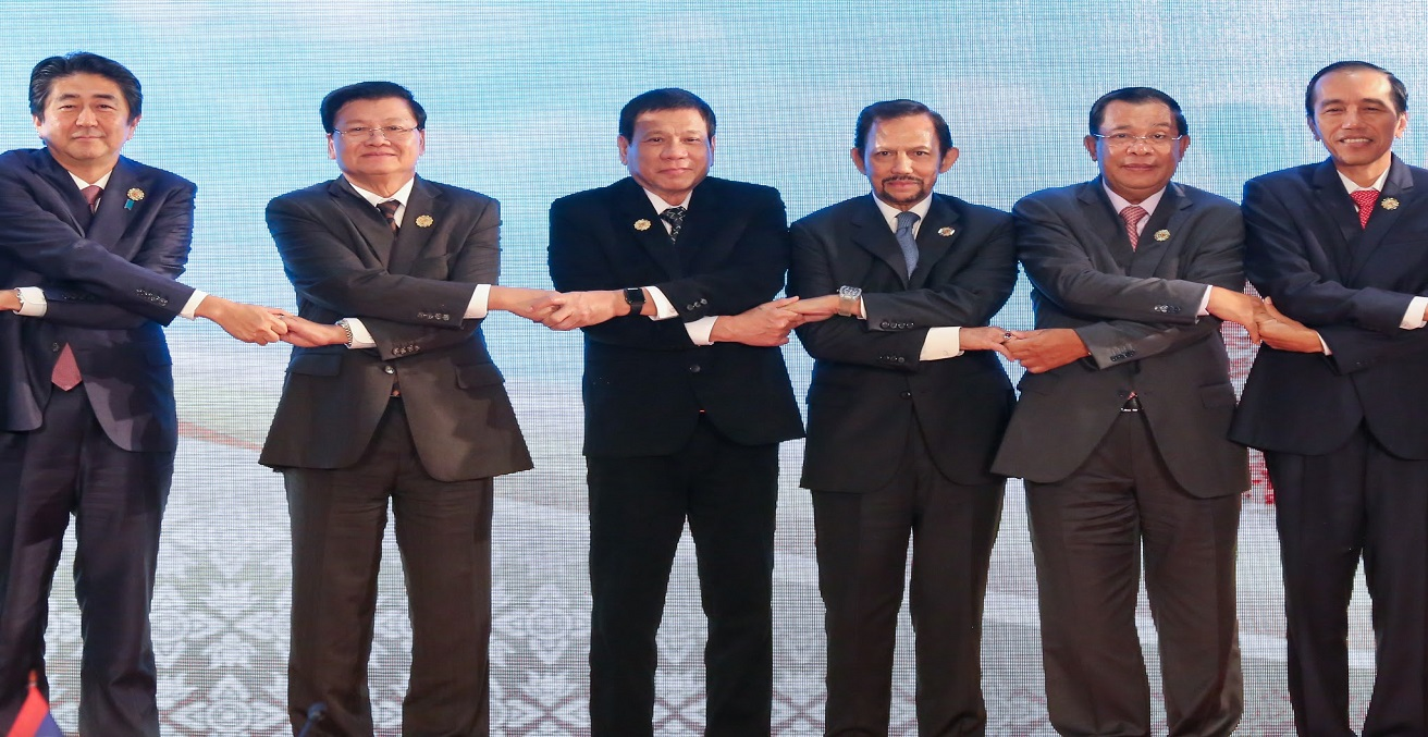 Indonesian Prime Minister Joko Widodo holding hands with other ASEAN leaders