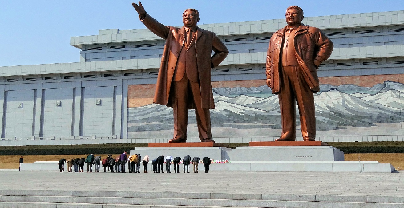 Visitors bowing in a show of respect for North Korean leaders Kim Il-sung and Kim Jong-il