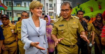 Julia Bishop with Makassar Mayor, Danny Pomanto during a visit to Indonesia