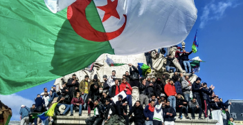 The protests against Bouteflika have spread to the Algerian population in Paris. Source: Omar-Malo, Flickr