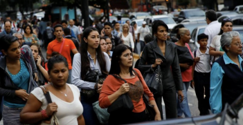 Amidst the political turmoil and economic crisis resulting from oppressive US sanctions, it is the Venezuelan people who are suffering the most. Photo: Carlos Andrés Gamero Es, Flickr, https://bit.ly/OJZNiI