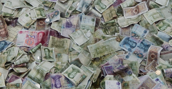Lots of Chinese money. Source: Flickr, Michael Coghlan http://bit.ly/2JYcG8W