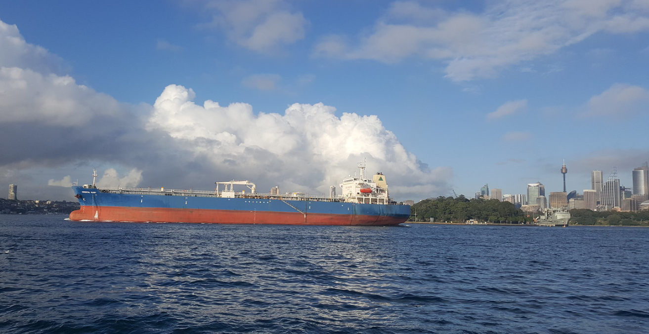 Oriental Ruby, a crude oil tanker off Sydney. Source: Flickr, MD111 https://creativecommons.org/licenses/by-sa/2.0/