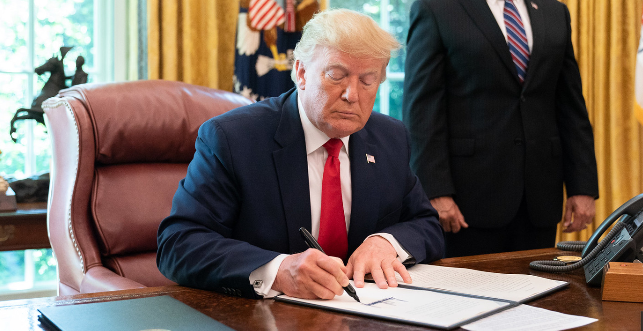 Donald Trump signs an Executive Order in June 2019 authorising sanctions against Iran. Flickr: White House