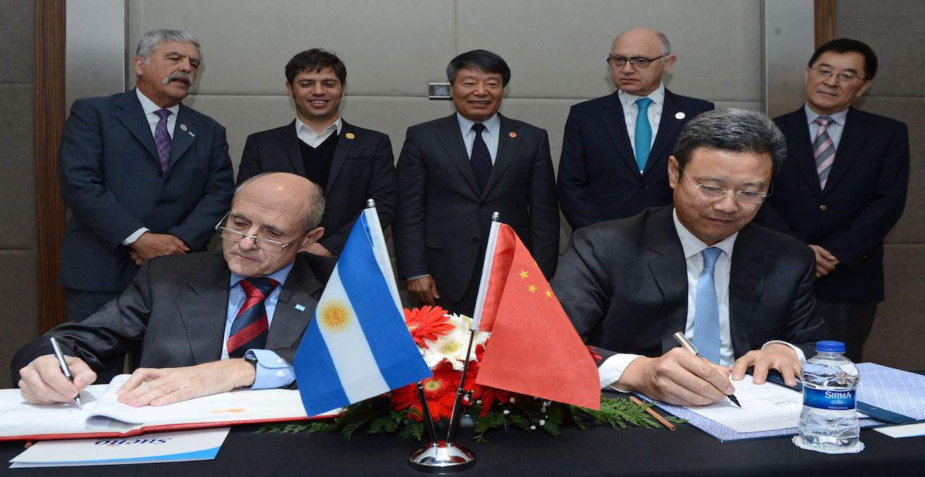 Argentina and China signing an agreement at the G20 in 2015, Source: Casa Rosada, Argentina Presidency of the Nation, https://bit.ly/2hzTa7i