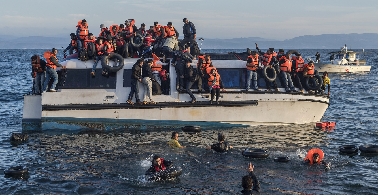 Syrian and Iraqi immigrants getting off a boat from Turkey on the Greek island of Lesbos. Photo by Ggia. Source: https://bit.ly/2ShyQqO