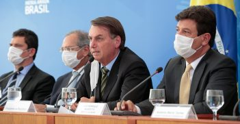 Brazilian President Jair Bolsonaro (center) and Health Minister Luiz Henrique Mandetta (right) at a press conference on March 18, 2020. Source: Carolina Antunes https://bit.ly/2Vdl8a0