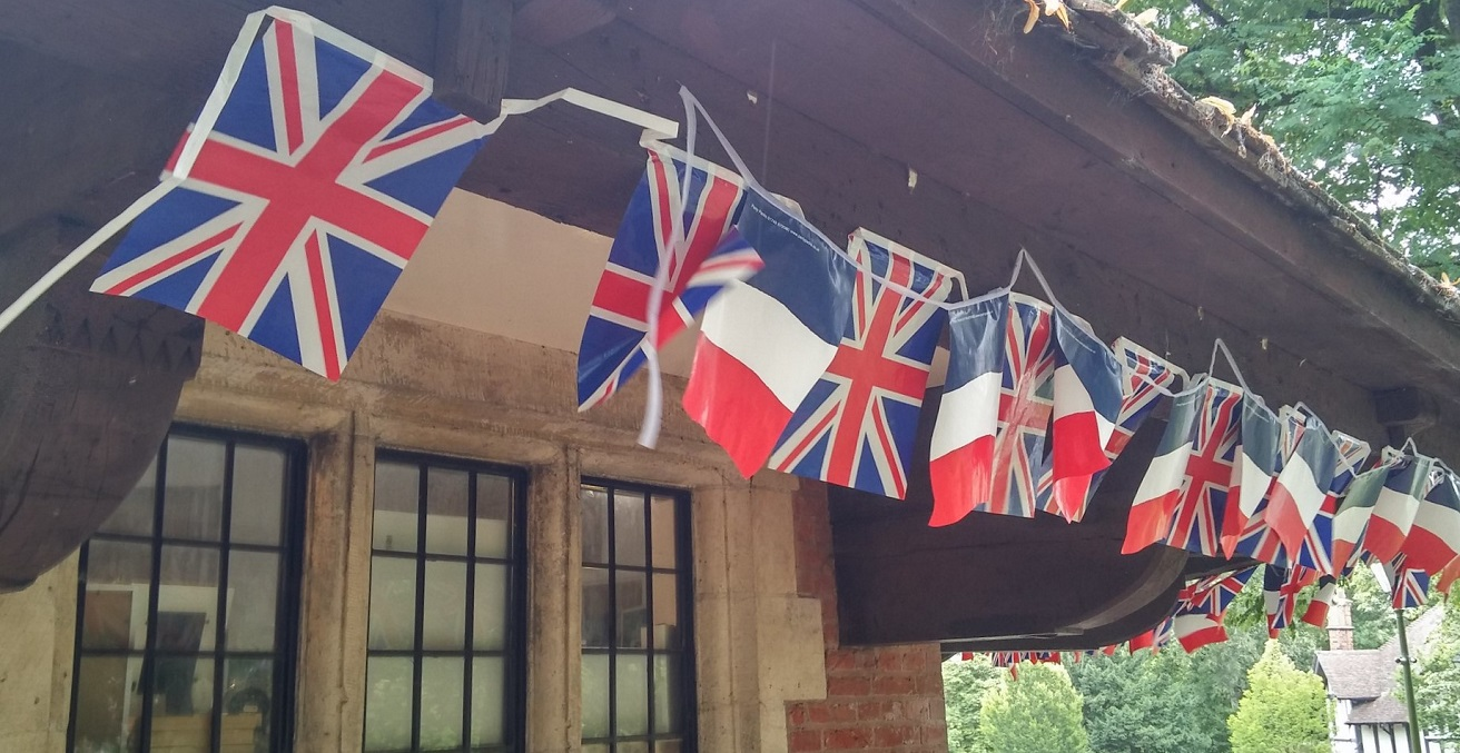 British and French Bunting on the Carillon Visitor Centre. Source: Elliott Brown https://bit.ly/2Uv982J