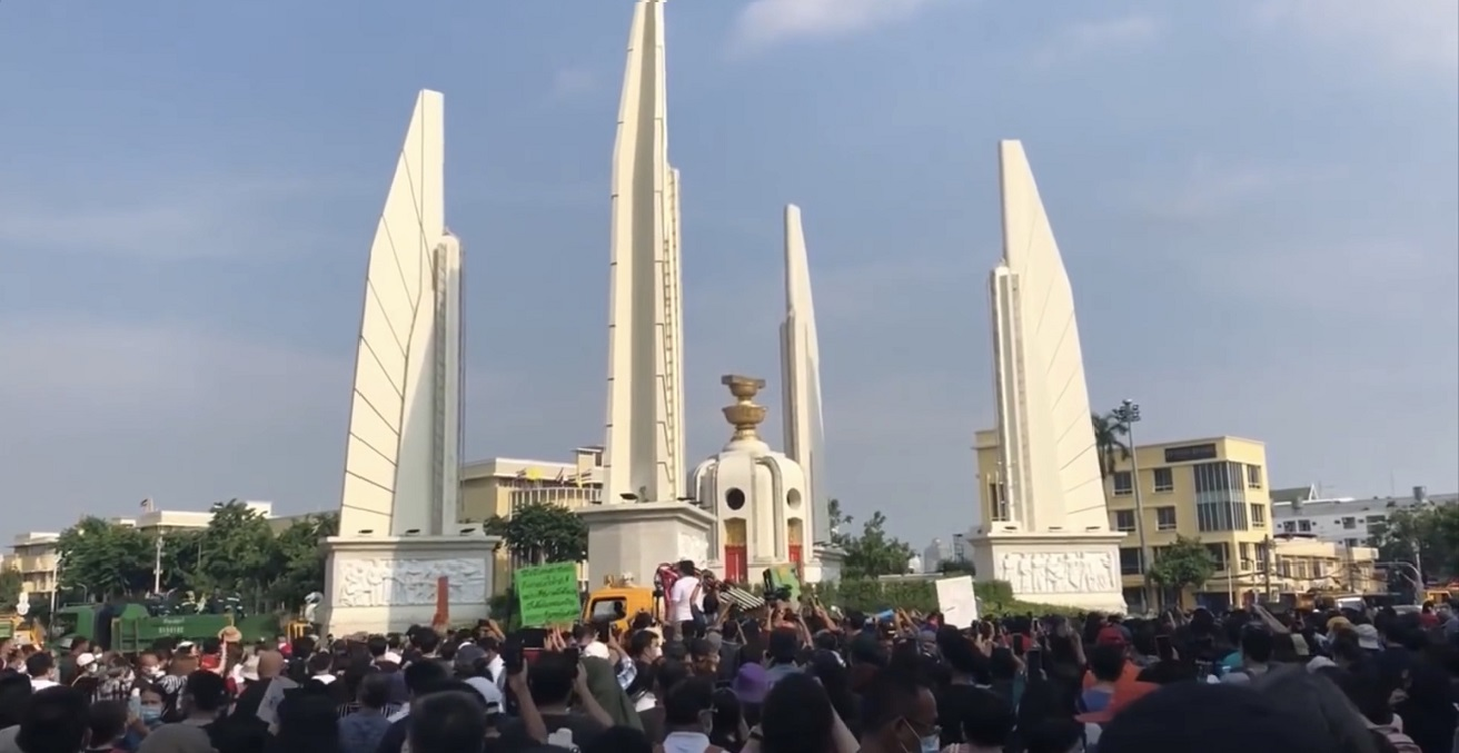 Protest in Bangkok on July 18, 2020 in front of the Democracy Monument. Source: https://bit.ly/35hbYyy