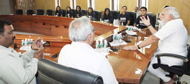 Source: Wikimedia Commons (CC). Narendra Modi with American-Indian youngsters