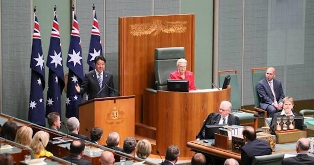Shinzo Abe delivers speech at the Australian Parliament. Image credit: Twitter (@japangovt)