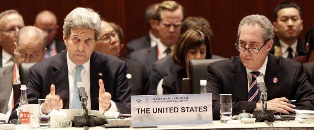 Left to right: John Kerry, Secretary of State, United States; Mike Froman, United States Trade Representative
