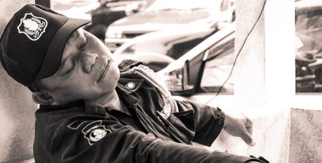 A sleeping policeman in Jakarta during Ramadan. Photo Credit: Flickr (Carol Mitchell) Creative Commons.