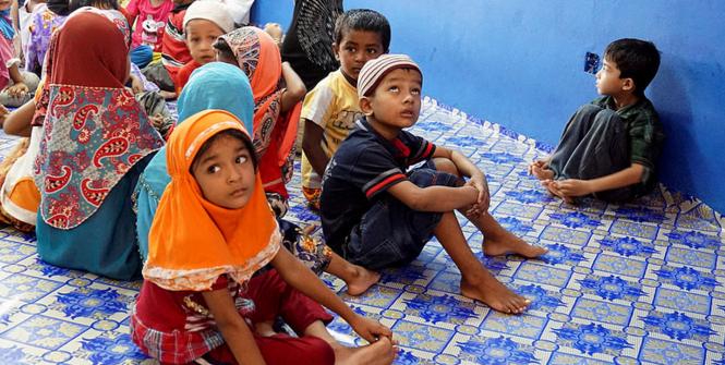 Rohingya students. Photo Source: Lutfi Hakim (Flickr). Creative Commons.