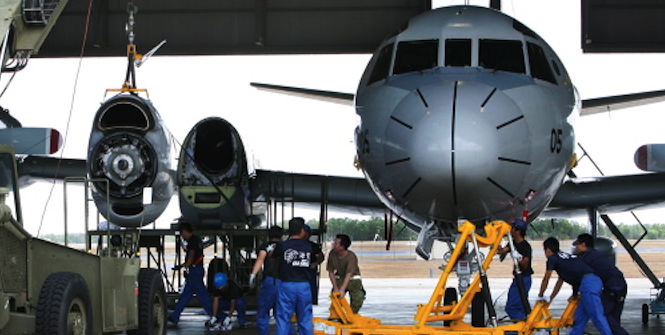 The Royal Australian Air Force and the Japan Maritime Self Defence Force members work together on an engine in Darwin. Photo source: Australian Department of Defence (Flickr). Creative Commons.
