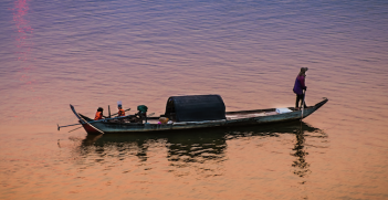 Evening falls over the Mekong River, Kampong Cham, Cambodia. Photo source: Julia Maudlin (Flickr). Creative Commons.