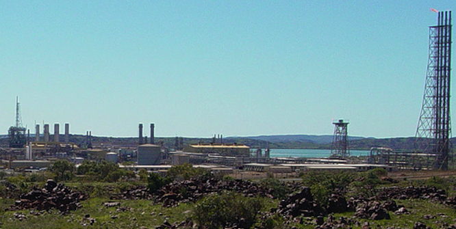 Natural gas processing plant, Dampier, WA. Photo source: Brain Yap (Flickr). Creative Commons.