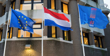 Flags outside the Dutch Ministry of Foreign Affairs. Photo source: Ministerie van Buitenlandse Zaken (Flickr). Creative Commons.