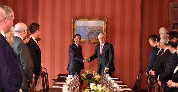 Jokowi and Malbull Photo Credit: Paul Grigson (Twitter)