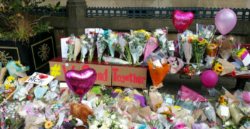 Makeshift memorial for the victims of the Manchester attack. Photo: @ManCityCouncil.