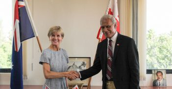 Julia Bishop meets with Tongan Prime Minister Akilisi Pohiva in 2015