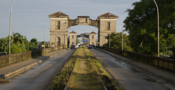 Border between Brazil (city of Jaguarão) and Uruguay (city of Río Branco) (Credit: Wikipedia Commons)