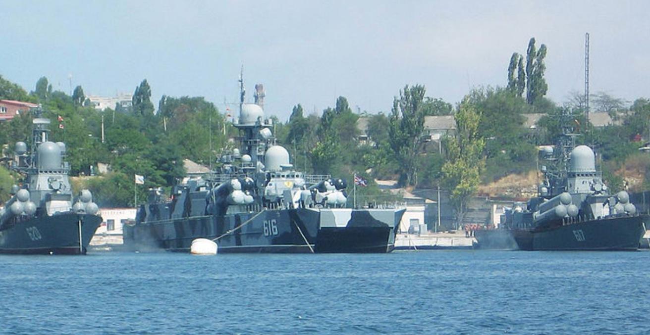Russian warships. Source: Wikimedia Commons.