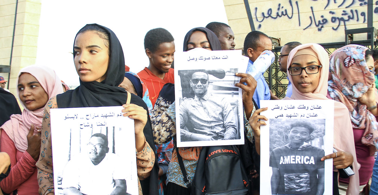 Protesters on the streets in Sudan. Source: Hind Mekki, Flickr, https://bit.ly/1mhaR6e