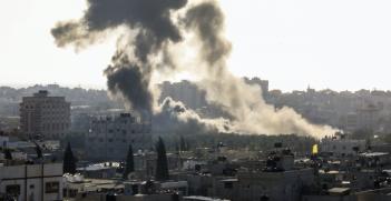 Smoke rises from an Israeli airstrike on the Gaza strip on 2 May 2019. Photo: Prachatai, Flickr, https://bit.ly/OJZNiI