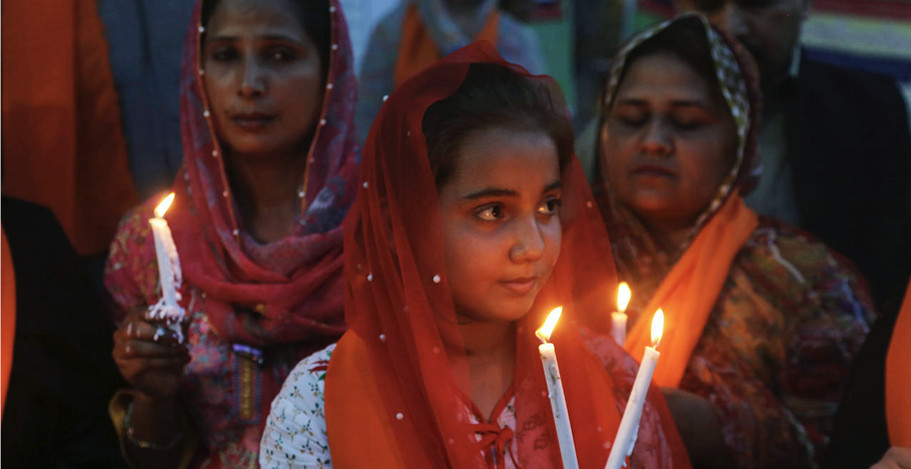 Muslim women mourn during a vigil in Colombo after the Easter terror attacks in Sri Lanka. Source: Zahara Imtiaz