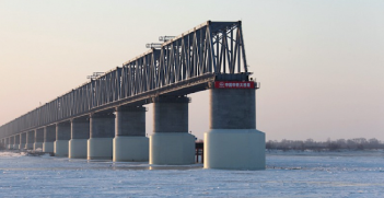The railway bridge connecting Russia and China across the Amur river is near completion. Source: InvestForesight, http://bit.ly/2NYnPuc