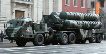 The S-400 missile system during a victory parade in Moscow. Source: Wikimedia Commons http://bit.ly/2MuWS0L