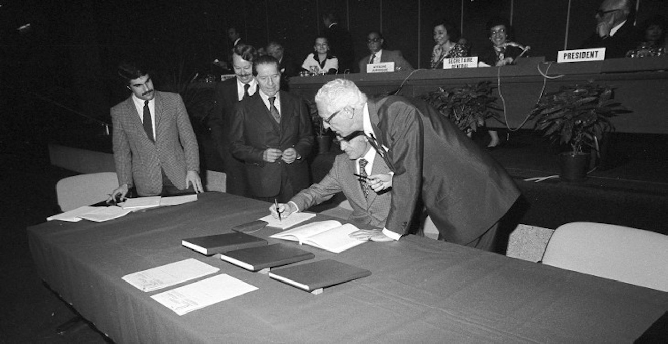 Signing of the Additional Protocols to Geneva Conventions in 1977, Source: ICRC, https://bit.ly/2P3Fhyj