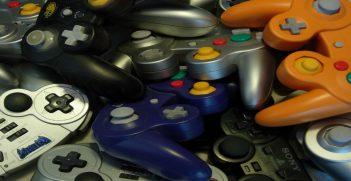 Gaming Plastic, Source: Greg, Flickr, https://bit.ly/35Mx45D