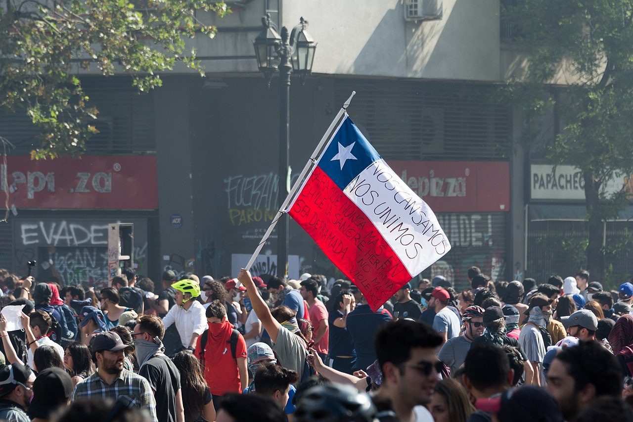 Chile Protests 2019. Photo by Carlos Figueroa, Wikimedia Commons.