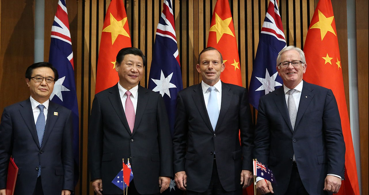 Tony Abbott and Xi Jinping sign the Aus-China FTA. Photo by DFAT. DFAT Website: https://dfat.gov.au/pages/default.aspx. Photo source: https://bit.ly/2rCyLn2.