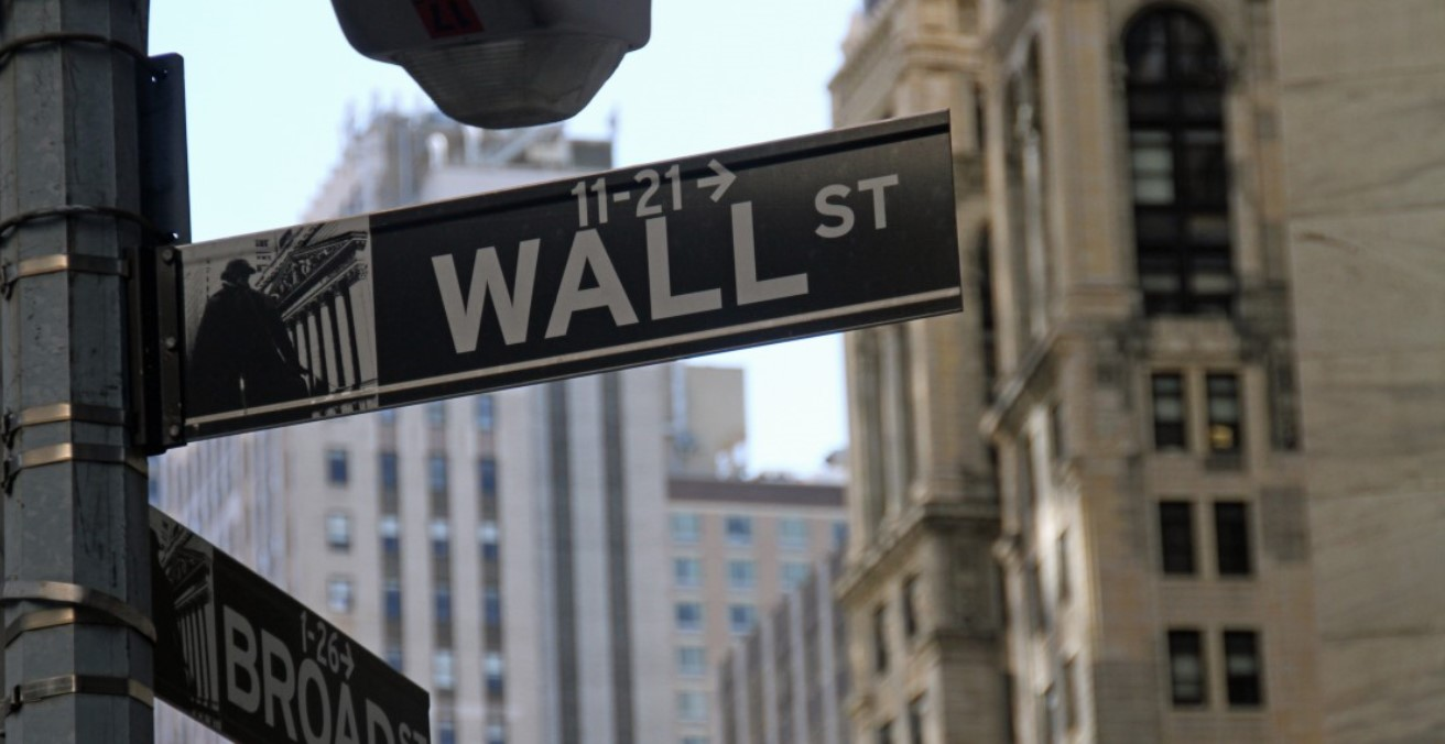Wall St. Photo from Pxhere. Source: https://bit.ly/3888wFu
