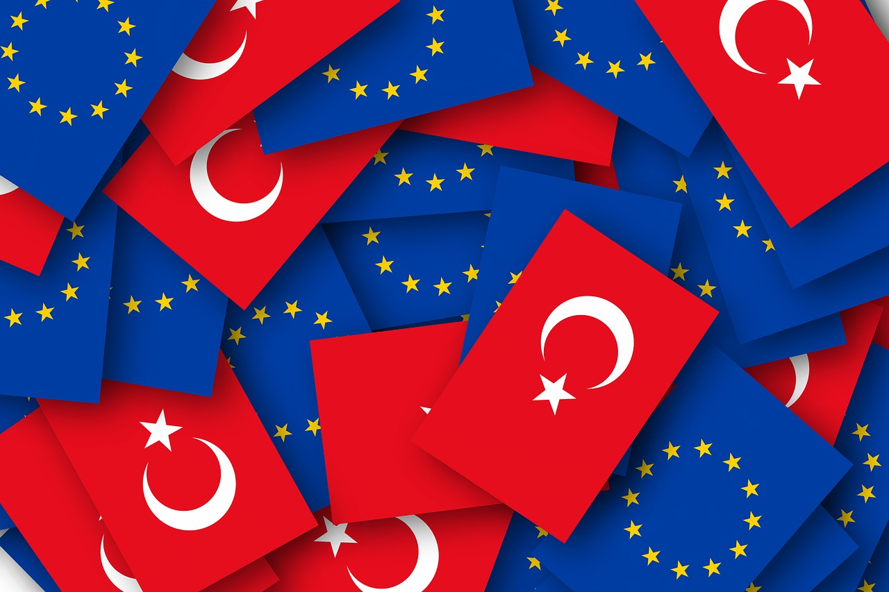 Turkey and EU Flags. Source: https://bit.ly/368NcxB
