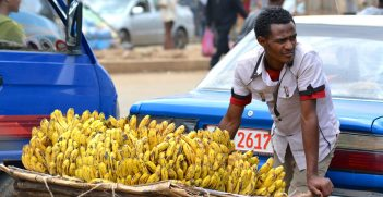 Man selling bananas. Photo by LauraDBusiness0. Source: https://bit.ly/2DZm0Wo