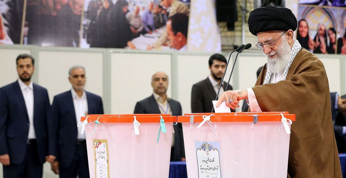 Ayatollah Sayyed Ali Khamenei casts his vote in the 2017 Iranian Presidential Elections. Source: Ali Khamenei website https://bit.ly/2HHcSap